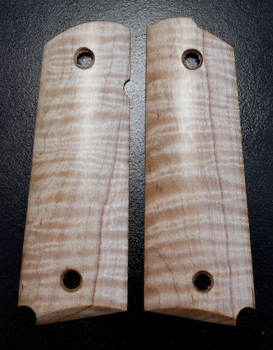 pale Curly Maple