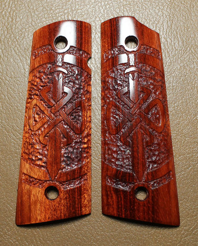 Bloodwood, Celtic Shield Knot with Sword